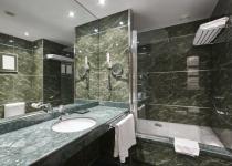 Pereti de marmura verde pentru baie