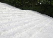 Trepte exterioare de marmura alba